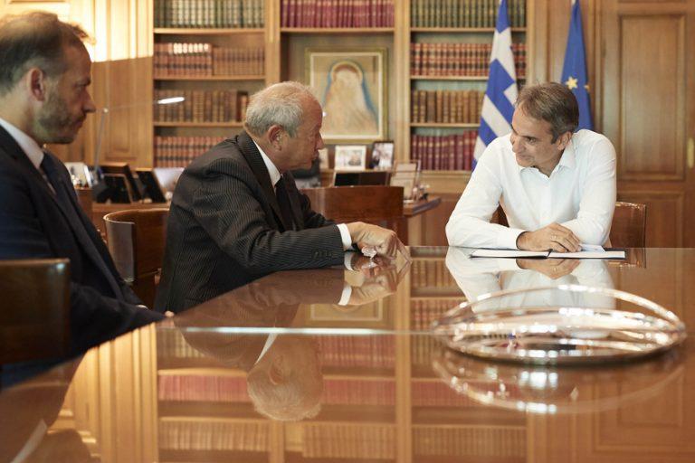 Συνάντηση Μητσοτάκη με τον Naguib Sawiris, επικεφαλή του επενδυτικού oμίλου Orascom Investment Holding Group