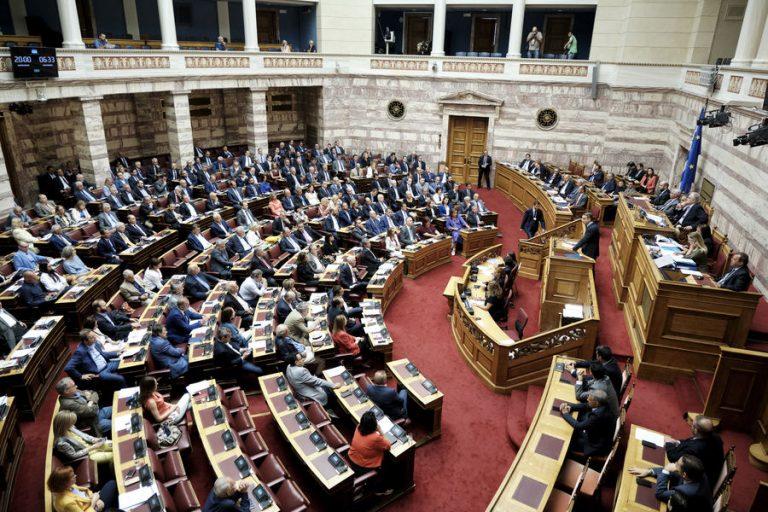 Σφοδρή αντιπαράθεση Μητσοτάκη – Τσίπρα στη βουλή για την Επιτροπή Ανταγωνισμού