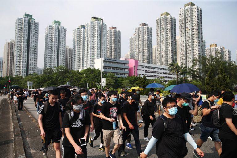 Υπό κατάληψη το αεροδρόμιο του Χονγκ Κονγκ – Ακυρώθηκαν όλες οι πτήσεις