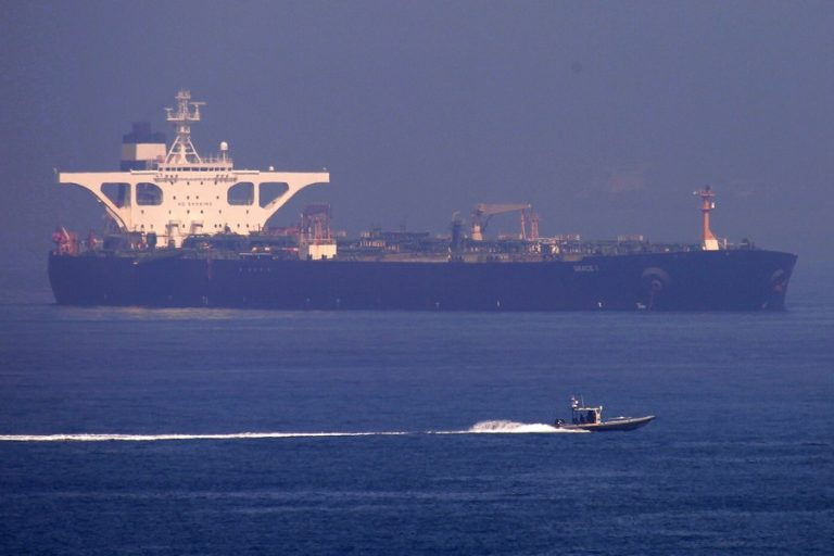 Σε ναυτιλιακή εταιρεία και όχι στους Φρουρούς της Επανάστασης μισθωμένο το τάνκερ, διορθώνει το Reuters