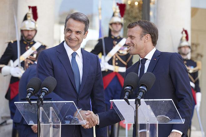 Κάλεσμα Μητσοτάκη στις γαλλικές επιχειρήσεις να επενδύσουν στην Ελλάδα – Μήνυμα στήριξης απέναντι στην Τουρκία από τον Μακρόν