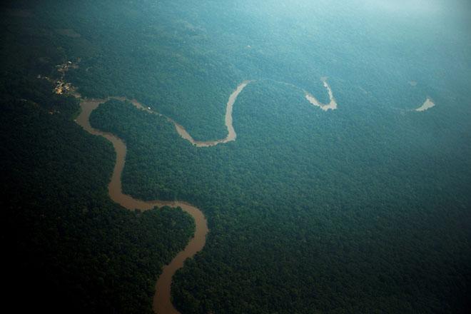 Ιθαγενείς του Αμαζονίου μπαίνουν στα βάθη της ζούγκλας για να γλιτώσουν από τον κορωνοϊό