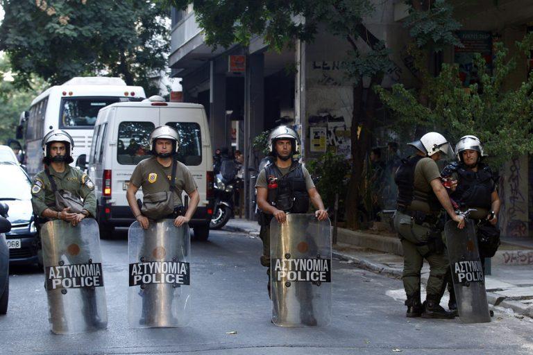 Αφαίρεσε το κοντέινερ από την Πλατεία Εξαρχείων ο Δήμος Αθηναίων