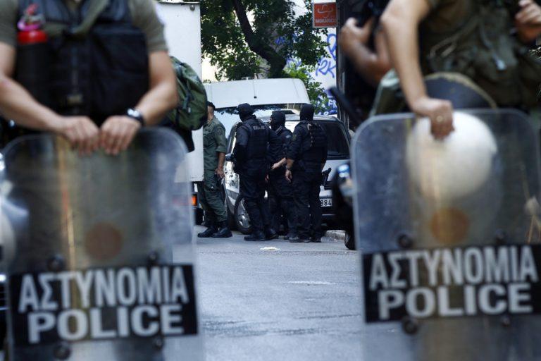 Μεγάλη αστυνομική επιχείρηση στο κέντρο της Αθήνας αυτή την ώρα μετά το χθεσινό μακελειό