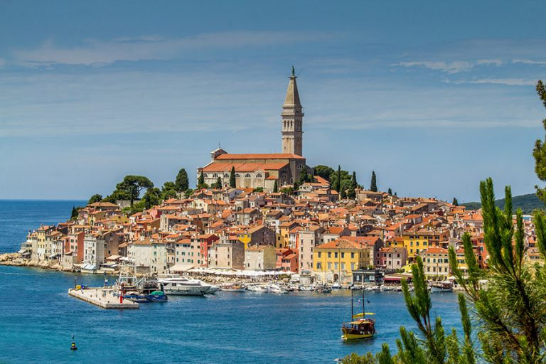 Guardian: Έξι εξαιρετικές παραθαλάσσιες πόλεις της Ευρώπης – Ανάμεσά τους και μια ελληνική
