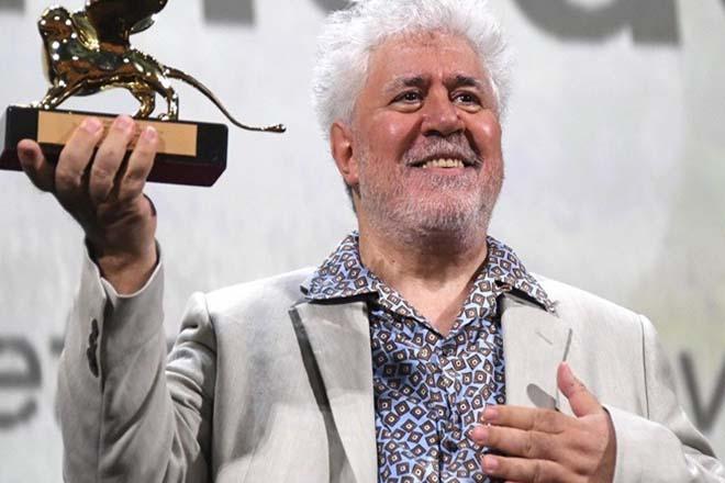 Ο Πέδρο Αλμοδόβαρ τιμήθηκε με τον Χρυσό Λέοντα για το σύνολο της καριέρας του