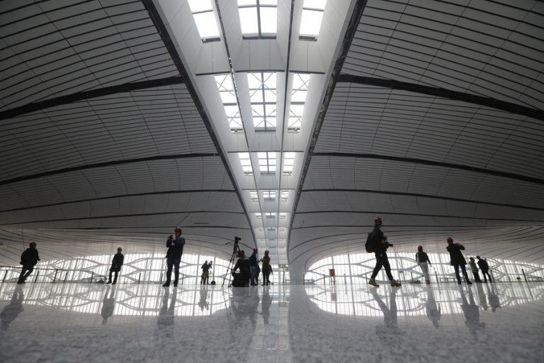 Άνοιξε τις πύλες του το γιγαντιαίο αεροδρόμιο Daxing στο Πεκίνο (Φωτογραφίες και Βίντεο)