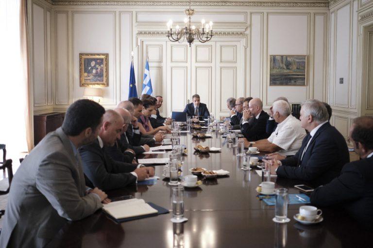 Τι ζήτησαν έμποροι και μικρομεσαίοι στη συνάντηση των κοινωνικών εταίρων με τον πρωθυπουργό