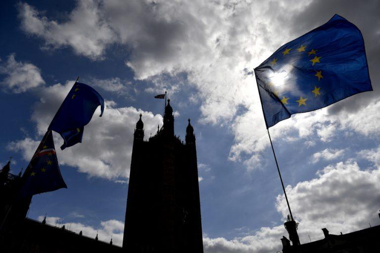 Κάλεσμα Τζόνσον σε Κόρμπιν για πρόωρες εκλογές στη Βρετανία