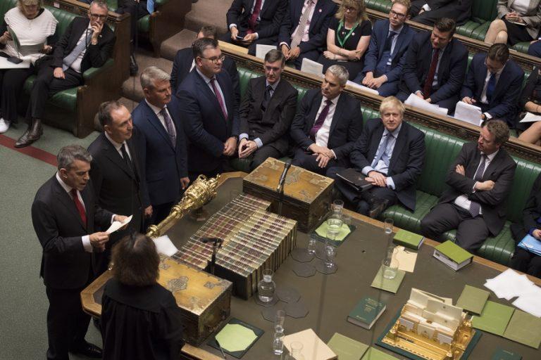 Τη Δευτέρα η κρίσιμη ψηφοφορία για τη διεξαγωγή πρόωρων εκλογών στη Βρετανία