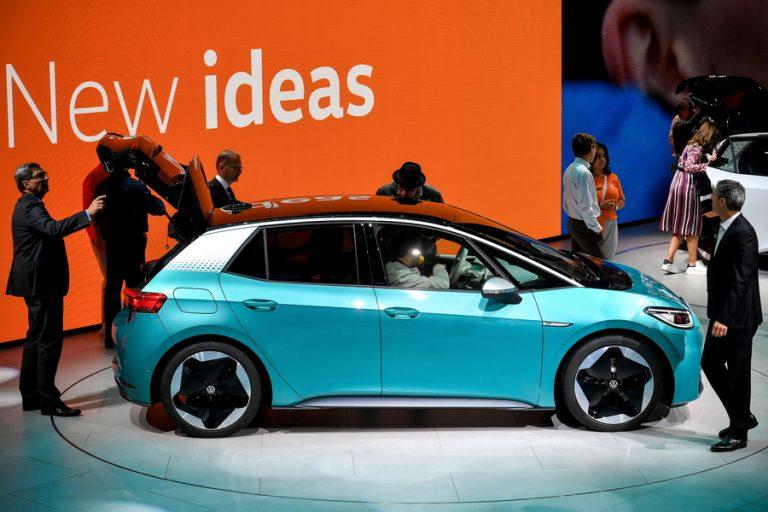 Η επένδυση της Volkswagen στην ηλεκτροκίνηση και το ρίσκο των 33 δισεκατομμυρίων δολαρίων