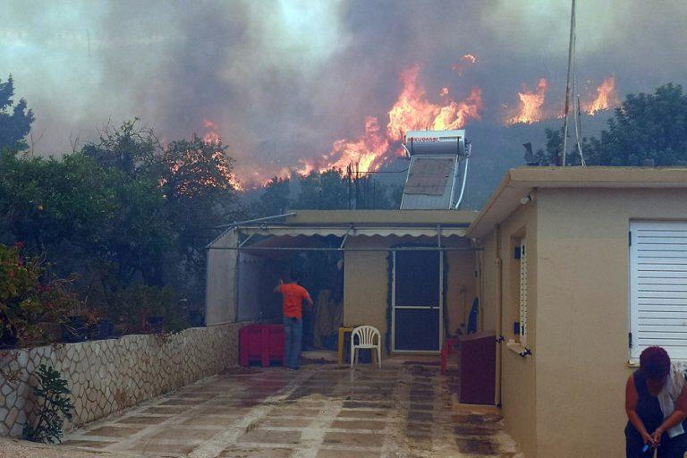 Συνεχίζεται η πύρινη λαίλαπα στη Ζάκυνθο- Βελτιωμένη η εικόνα της φωτιάς στο Λουτράκι