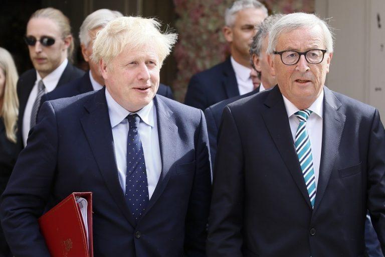 Γιουχαΐσματα κατά Τζόνσον μετά τη συνάντησή του με τον Γιούνκερ για το Brexit (Βίντεο)