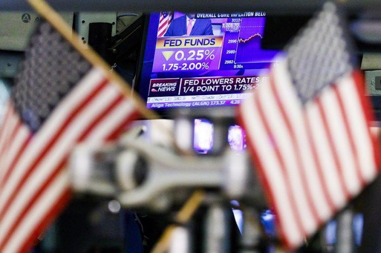 Τι συμβαίνει στις ΗΠΑ; Τρίτη «ένεση» ρευστότητας 75 δισ. δολαρίων από την Fed