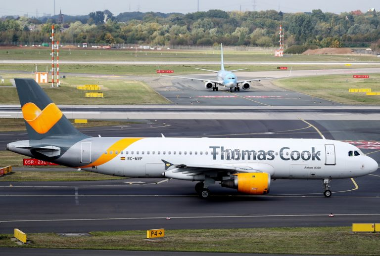 Βρετανία: Επαναπατρισμός χιλιάδων τουριστών μετά την κατάρρευση της Thomas Cook