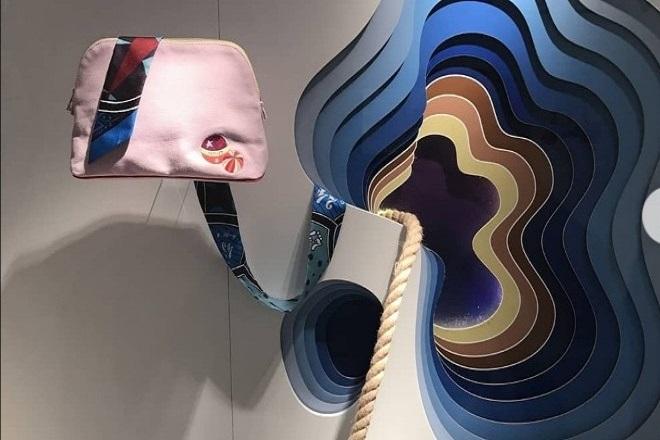 Ο οίκος Hermès κατηγορείται για «κλοπή» έργου του καλλιτέχνη «1010»