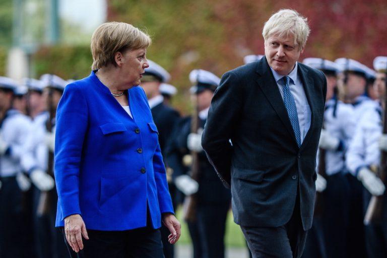 «Βόμβα» Μέρκελ για το Brexit: «Εξαιρετικά απίθανη» η συμφωνία είπε στον Τζόνσον