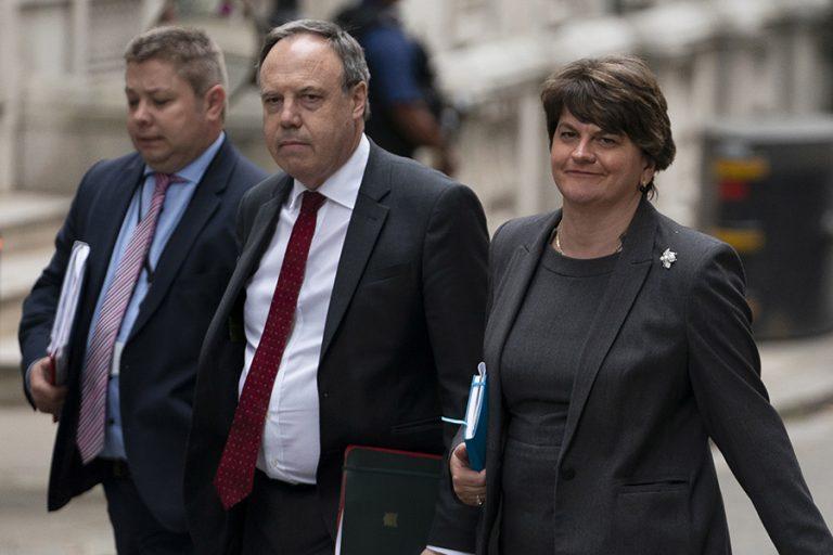 DUP: Οι υπερσυντηρητικοί σύμμαχοι του Τζόνσον βάζουν εμπόδια στη συμφωνία για το Brexit – Στο τραπέζι και δεύτερο δημοψήφισμα