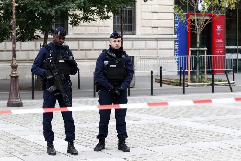 Δολοφονική επίθεση στο Παρίσι: Τέσσερις αστυνομικοί νεκροί από χτυπήματα με μαχαίρι σε αστυνομικό τμήμα