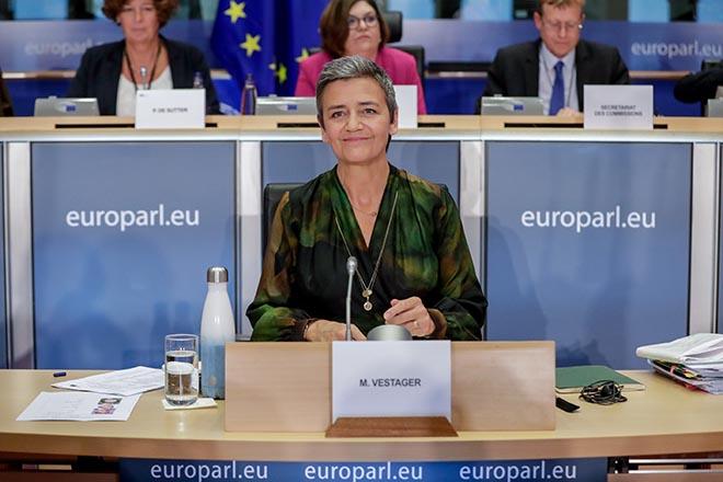«Ναι στα πρόστιμα, όχι στη διάσπαση επιχειρήσεων» το μήνυμα της νέας «τσαρίνας της ΕΕ» στις εταιρείες