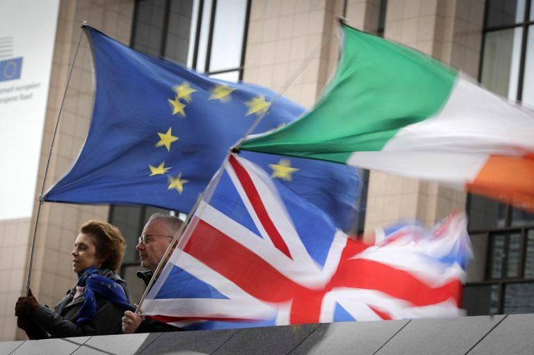 Η Βρετανία σε τεντωμένο σχοινί ακόμη και μετά τη συμφωνία για το Brexit