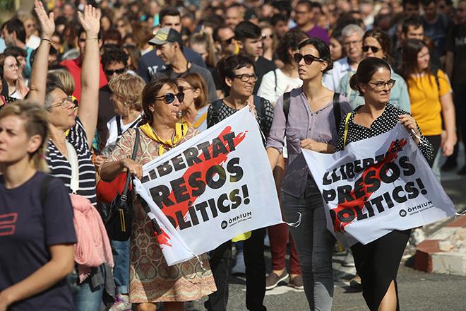 Ποινές φυλάκισης 9-13 ετών για τους αυτονομιστές ηγέτες της Καταλονίας – «Εκτροπή» καταγγέλει ο Πουτζντεμόν