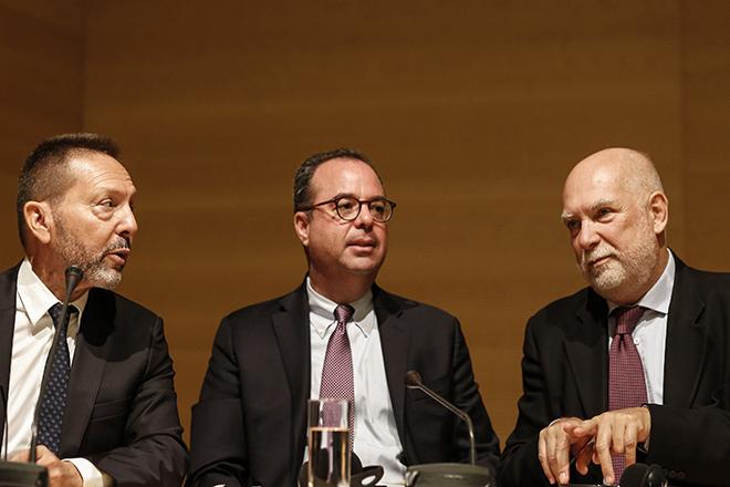 Τί είπαν Βίζερ, Στουρνάρας και Σπίγκελ για τα «λάθη» Αθήνας και Βρυξελλών το 2015 – Πού βρίσκεται το «κουτί του Grexit»