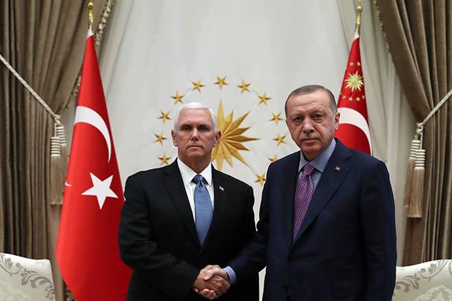 Το παρασκήνιο της ιδιαίτερης συνάντησης Ερντογάν-Πενς: Η αδιαλλαξία του Τούρκου προέδου και πώς «έσπασε ο πάγος»