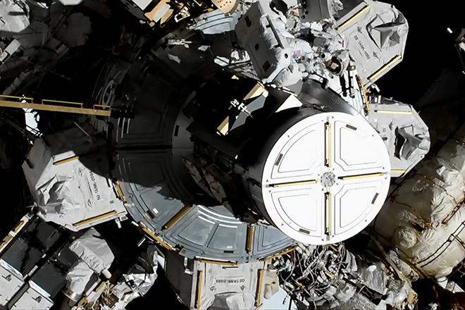 Για πρώτη φορά δύο γυναίκες περπάτησαν μαζί στο Διάστημα