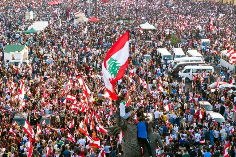 Πώς ένας φόρος στο WhatsApp οδήγησε στο ξέσπασμα αντικυβερνητικών διαδηλώσεων στον Λίβανο