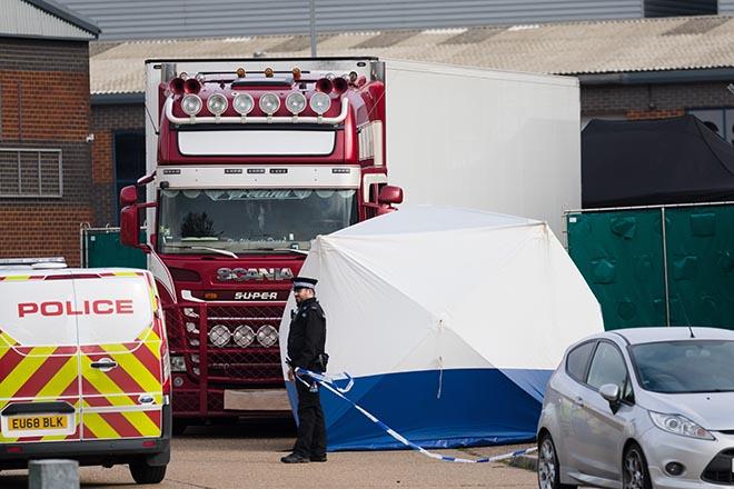 Πολλά τα ερωτηματικά γύρω από το «θρίλερ» με το φορτηγό των 39 νεκρών στη Βρετανία