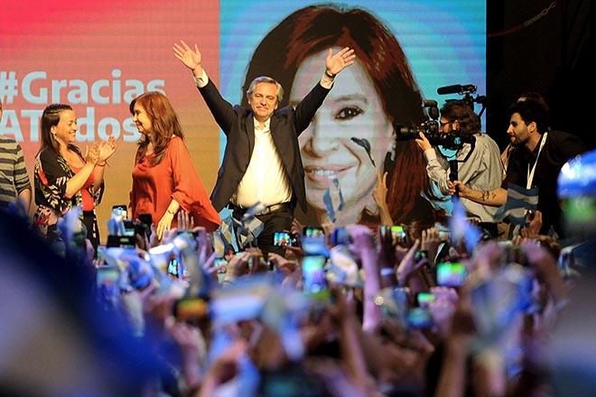 Αλλάζει σελίδα η Αργεντινή: Νικητής των εκλογών ο κεντροαριστερός Αλμπέρτο Φερνάντες
