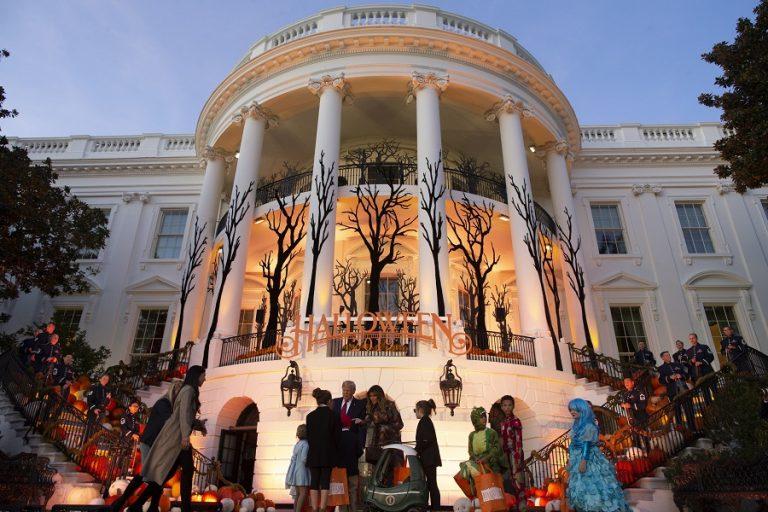 Halloween στον Λευκό Οίκο: Τι ετοίμασε φέτος το ζεύγος Τραμπ