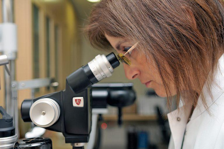Optometris: Επιλύει προβλήµατα οράσης µε χρήση υψηλής τεχνολογίας