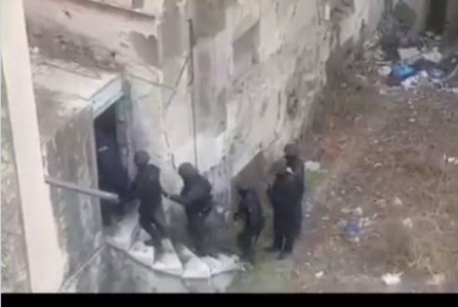 Bίντεο: Έφοδος της αστυνομίας σε «άντρο» ναρκωτικών δίπλα στην ΑΣΟΕΕ