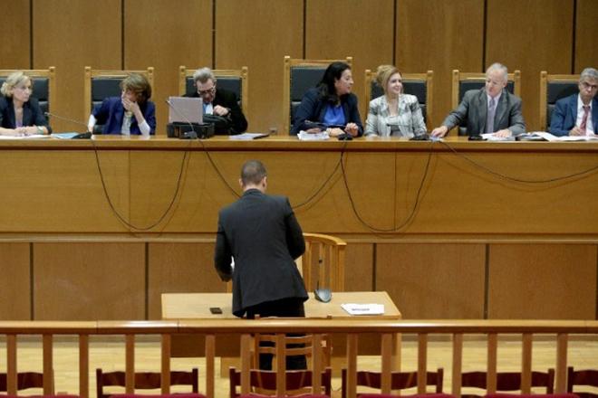 Δίκη ΧΑ: Επέμεινε στην «πολιτική δίωξη» ο Κασιδιάρης στην απολογία του – Απέφυγε να απαντήσει για Χίτλερ, «ανύπαρκτα» τα τάγματα εφόδου