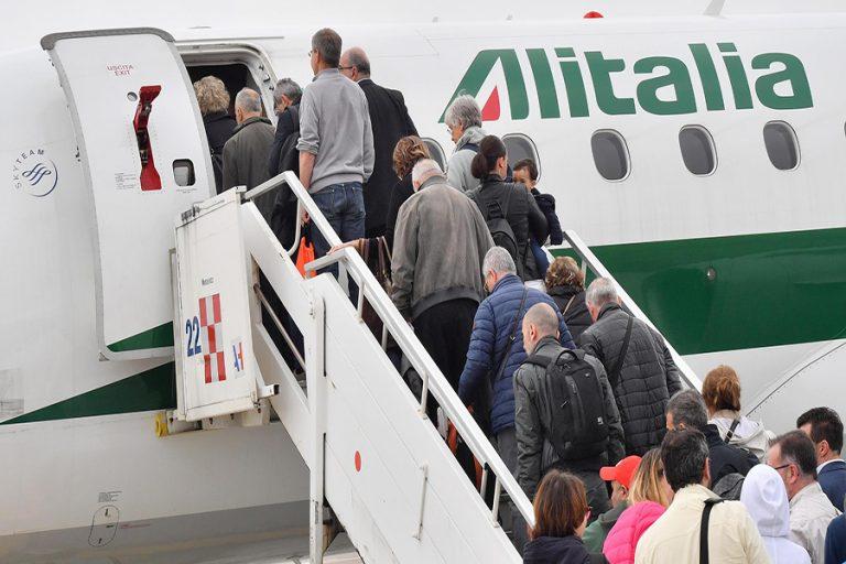 Η ιταλική κυβέρνηση σχεδιάζει να εθνικοποιήσει την Alitalia λόγω κορωνοϊού