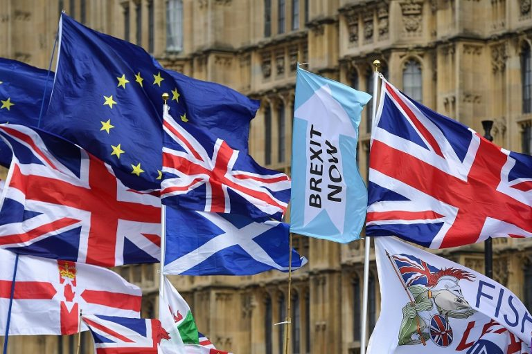 Brexit: Το Παρίσι προειδοποιεί το Λονδίνο ότι η «μάχη» τώρα αρχίζει