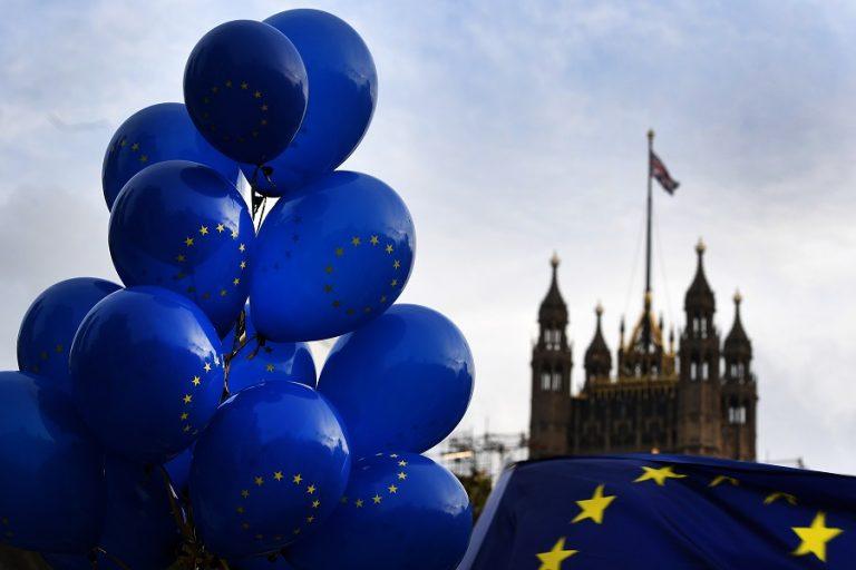Βρετανία: Πρώτοι αλλά με μειωμένο προβάδισμα οι Συντηρητικοί