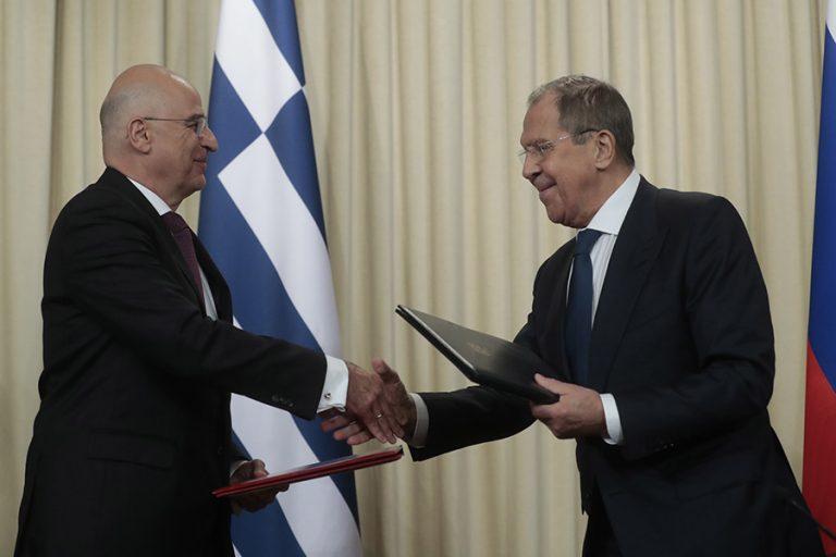 Ελπίδες για νέο κεφάλαιο στις σχέσεις Ελλάδας – Ρωσίας από το ταξίδι Δένδια στη Μόσχα