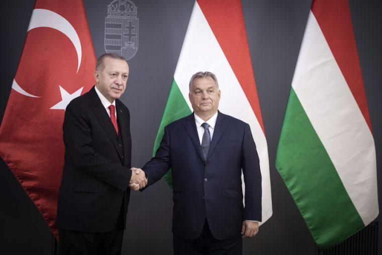 Ο Ερντογάν απειλεί ξανά με το προσφυγικό: «Θα ανοίξουμε τις πόρτες στην Ευρώπη»