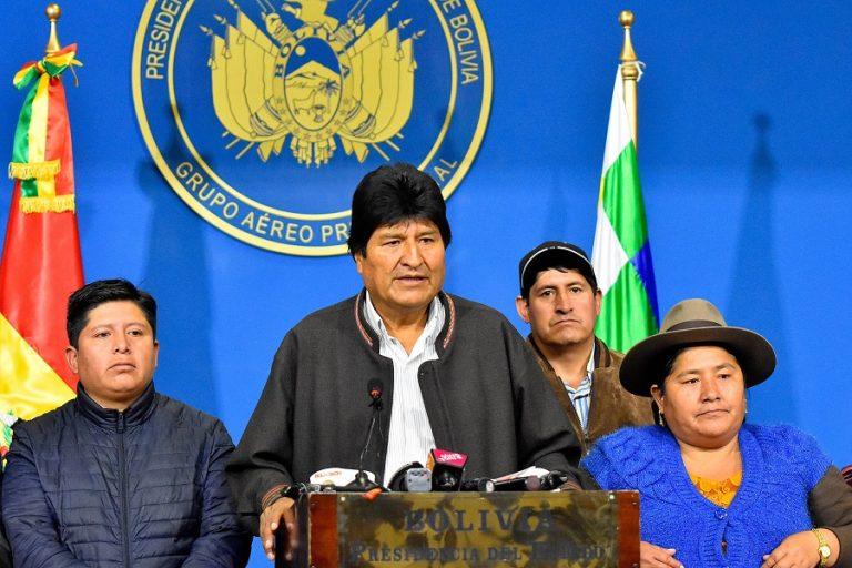 Αναβρασμός στη Βολιβία: Στο Μεξικό με πολιτικό άσυλο ο Έβο Μοράλες