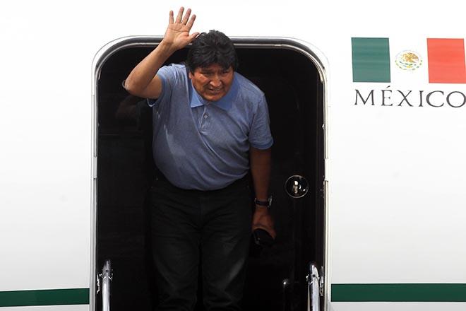 «Η μάχη συνεχίζεται» τόνισε ο Έβο Μοράλες φτάνοντας στο Μεξικό