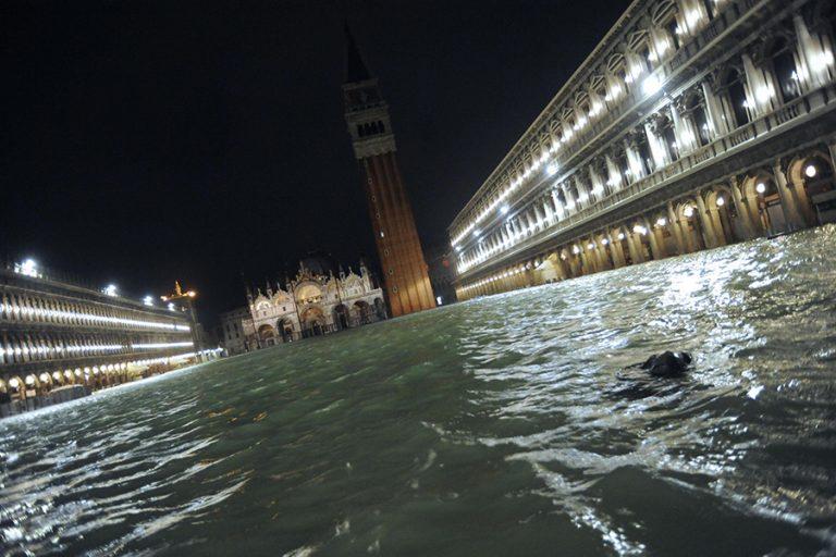 Βενετία: Πλημμύρισε από σπάνια καλοκαιρινή παλίρροια- Δεν ενεργοποιήθηκε το τεχνητό φράγμα
