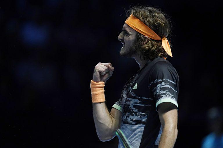 Ασταμάτητος Τσιτσιπάς – Στον τελικό του ATP Finals με τον Ντομινίκ Τιμ. Κέρδισε τον «βασιλιά» Φέντερερ (Φωτογραφίες και Βίντεο)