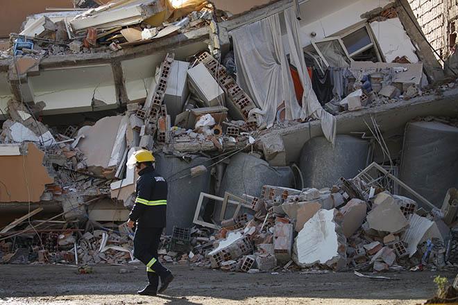 Στους 50 οι νεκροί από τον φονικό σεισμό στην Αλβανία – Σταματούν οι επιχειρήσεις διάσωσης