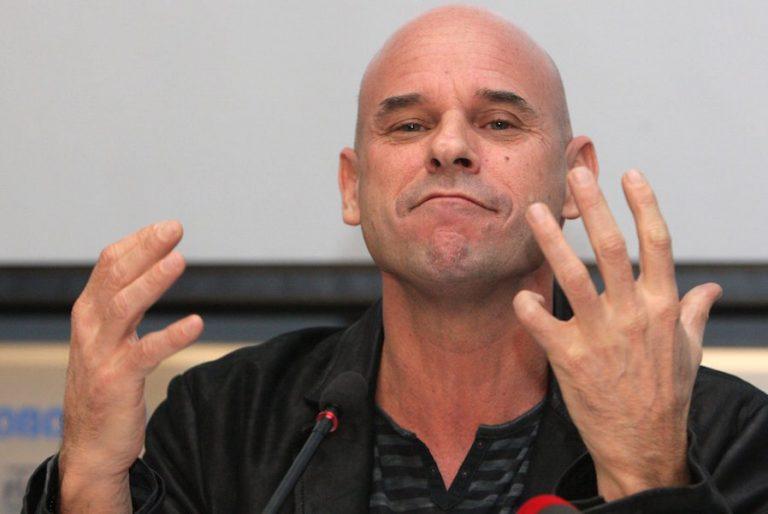 Χειροπέδες στον βαθύπλουτο ιδρυτή του Cirque du Soleil για καλλιέργια κάνναβης στο ιδιωτικό του νησί