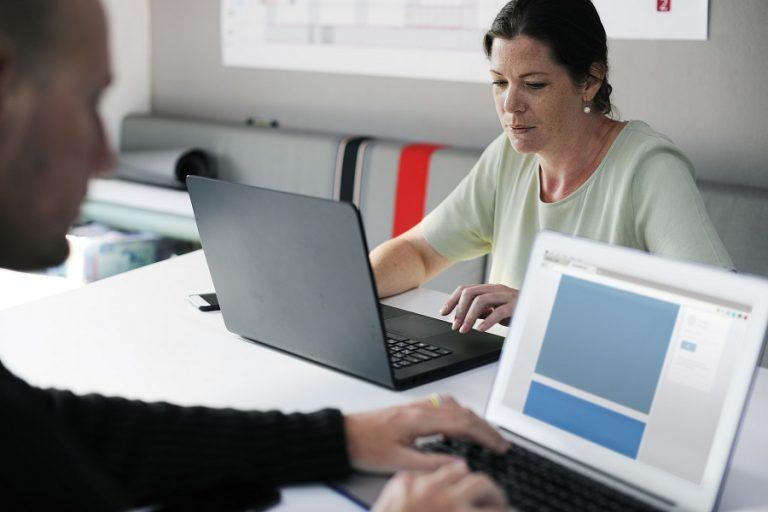 Πώς ο χρηματοπιστωτικός κλάδος «μπαίνει μέσα» 700 δισ. δολάρια ετησίως επειδή αγνοεί τις γυναίκες