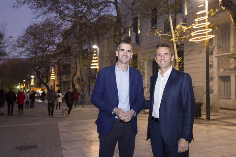 Η «Παπαστράτος» συμμετέχει στην πρωτοβουλία του Δήμου Αθηναίων για τον χριστουγεννιάτικο φωτισμό της πόλης