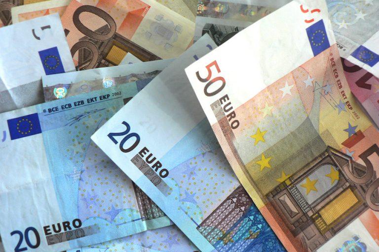 Υπογράφηκε η απόφαση για επέκταση των 800 ευρώ- Ποιοι επιπλέον επαγγελματίες εντάσσονται